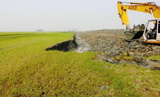 অবশেষে খনন হচ্ছে ভরাট হয়ে যাওয়া হবিগঞ্জের বশিরা নদী