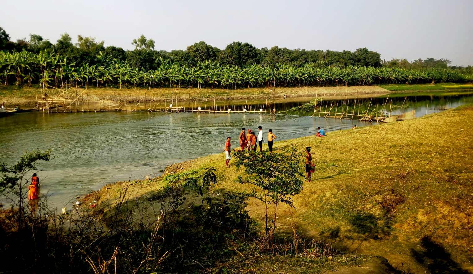 বাঁধালে বিপন্ন মাথাভাঙ্গা নদী
